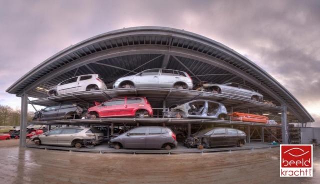 Interierfotograaf en architectuurfotograaf Robert Zwart toont foto van Kempenaar autohotel.
