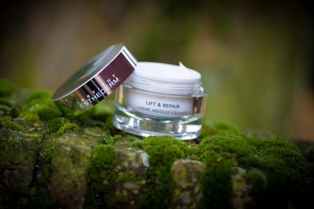 Productfoto van make-up van Esthederm door Robert Zwart productfotograaf