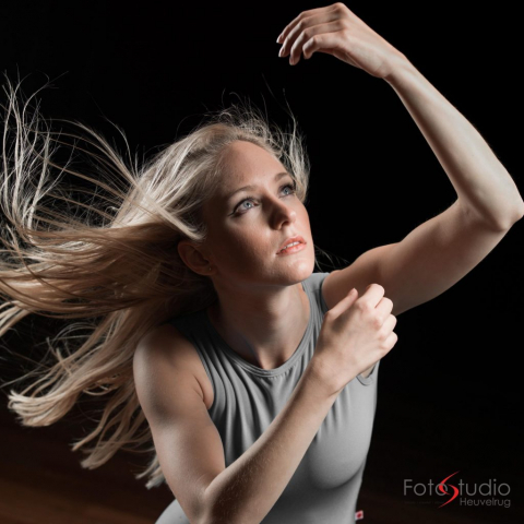 Dancephoto of a woman with beautiful light and lines.