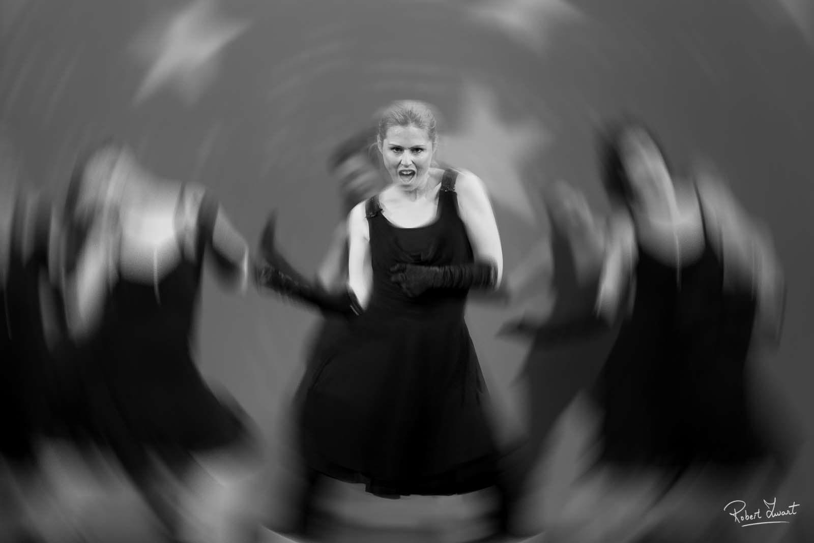Dancephoto of a woman on stage with movement of the camera