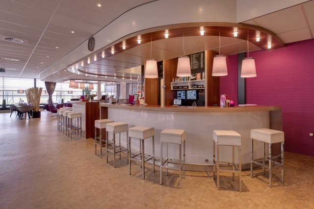 Interierfotograaf en architectuurfotograaf Robert Zwart toont een foto van interieur healthcentre Hoenderdaal.