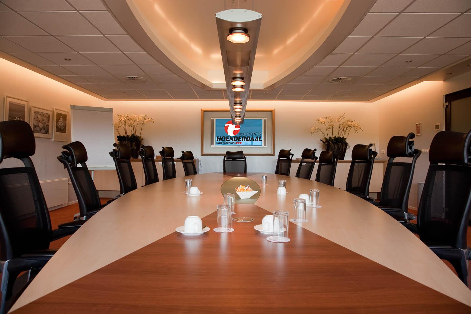 Interierfotograaf en architectuurfotograaf Robert Zwart brengt een vergaderzaal in beel van healthcentre Hoenderdaal.