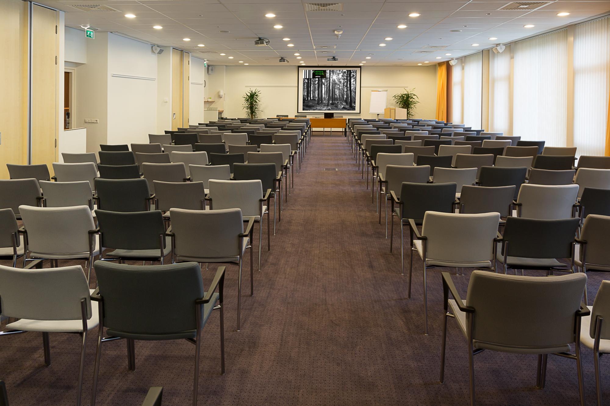 Interierfotograaf en architectuurfotograaf Robert Zwart toont een foto van conferentiezaal Bergse Bossen.