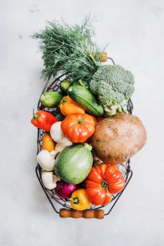 Productfoto van groentemand door Robert Zwart productfotograaf