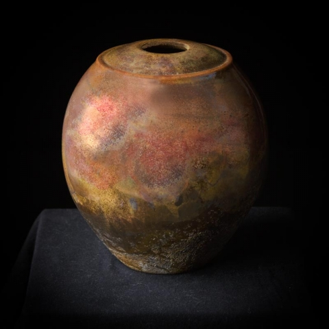 Raku vaze Ton van Schagen with a good definitions of structure and color